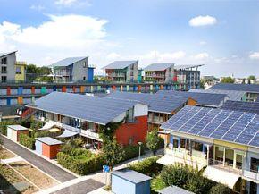 Ejemplo de uso de la energía solar. Fuente: Wikipedia.